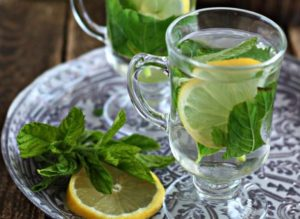 Lemon tea with mint