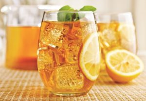 Cold lemon tea with mint