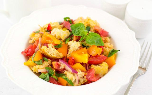 "Italian salad ""Panzanella"""
