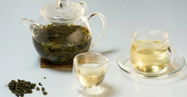 teapot with green tea