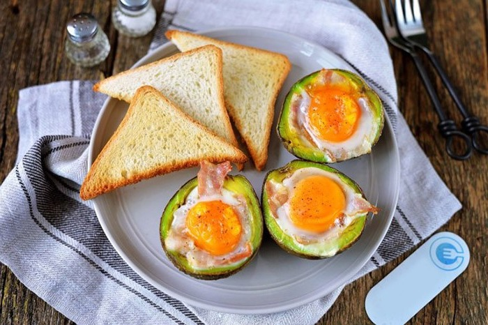 Eggs with Bacon and Avocado